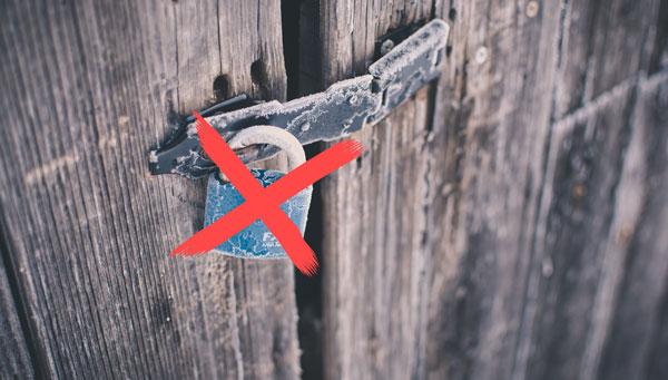Symbol Barrierefreiheit duschgestrichenes Vorhängeschloss