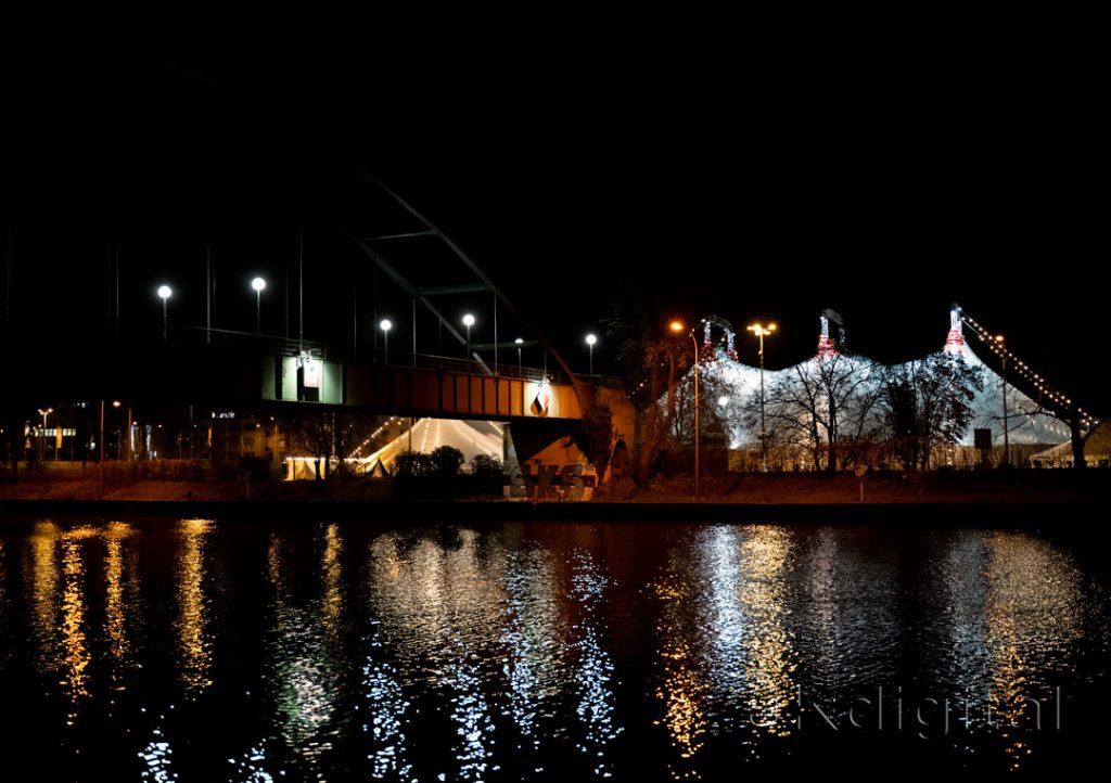 Nachtbild Neckar und Weihnachtscircus